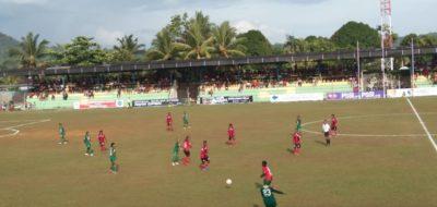 Suasana pertandingan Persipura Tolikara melawan Persebaya Surabaya di stadion cendrawasih Biak