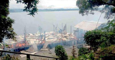 Tanpak sisa puin2 rumah yang dilahap si jago merah, Kampung Nendali, Distrik Sentani Timur Kabupaten Jayapura.(df. Haky Mengge).