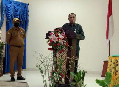 Kepala BPS Kabupaten Jayapura Jeffrey De Fretes, ketika memberikan sambutan teekait pelayanan sensus penduduk tahun 2020, di lantai dua Aula Kantor Bupati Jayapura, (df ; DaniEl).